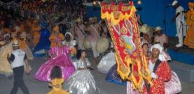 Carnaval e Maracatu comandam a festa hoje em Olinda