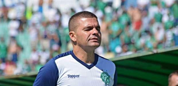 Técnico do Guarani esboça equipe para jogo contra ...