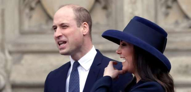 Kate Middleton dá à luz um menino