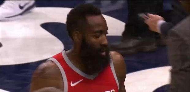 Em um só quarto, Rockets fazem 50 pontos