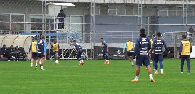 GRÊMIO: Elenco faz treino técnico de olho no Atlético-MG