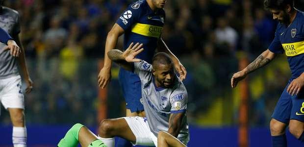 Com confusão no VAR, Cruzeiro perde para Boca na Argentina