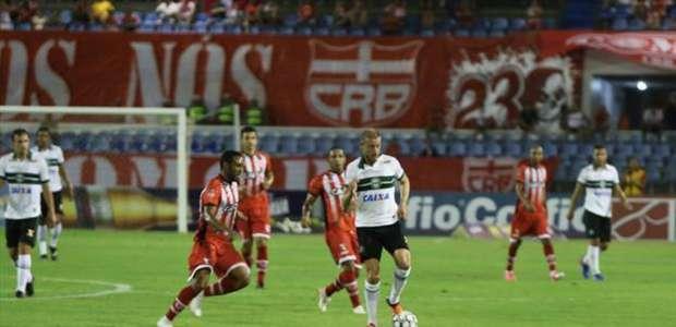CRB e Coritiba ficam no 1 a 1 no Estádio Rei Pelé