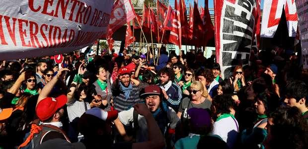 Argentina enfrenta quarta greve geral contra governo Macri
