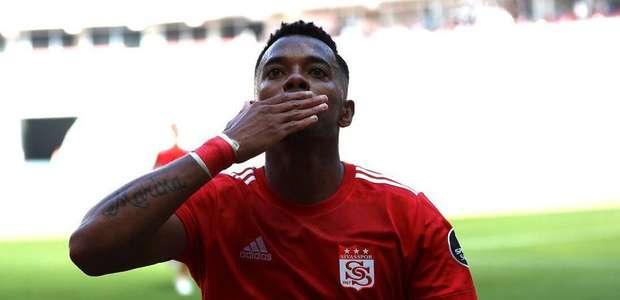 Em grande estilo, Robinho encerra jejum de gols e ...