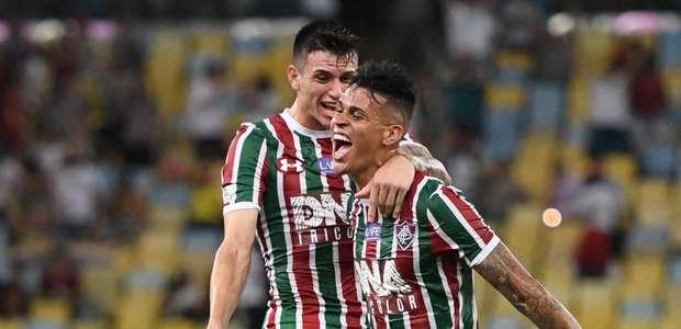 Fluminense goleia o Paraná no Maracanã e sobe na tabela