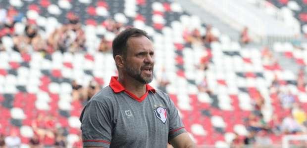Wagner Lopes é anunciado como novo técnico do Atlético-GO