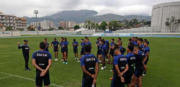 Zé Ricardo repetiu o time do Botafogo apenas uma vez ...