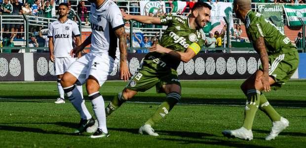 Bruno H. faz 2, Palmeiras supera expulsão e vence Ceará