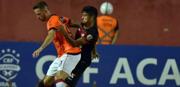 Pouco futebol, muita tensão e risco real de queda: A ...