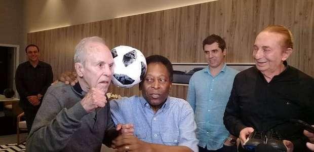 Pelé se encontra com Eder Jofre e se emociona: 'Sou chorão'
