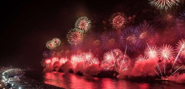 Brasil comemora 2019 com festa e fogos; veja as fotos