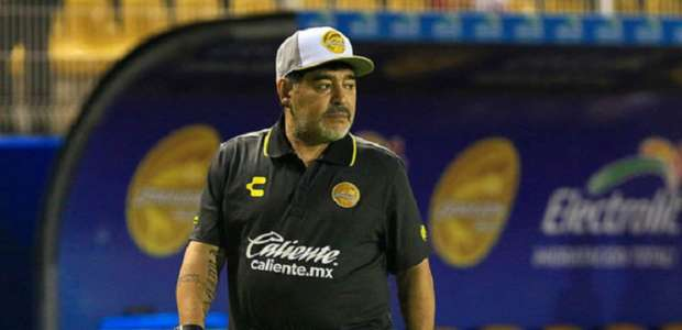 Maradona é internado com hemorragia estomacal