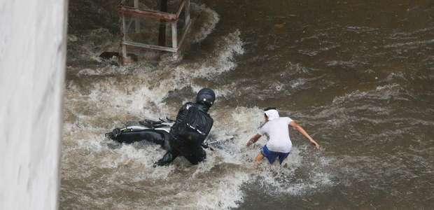 Forte chuva provoca alerta em quase todas as regiões de SP