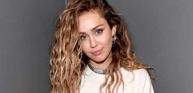 Miley Cyrus faz tributo a Chris Cornell, vocalista do ...