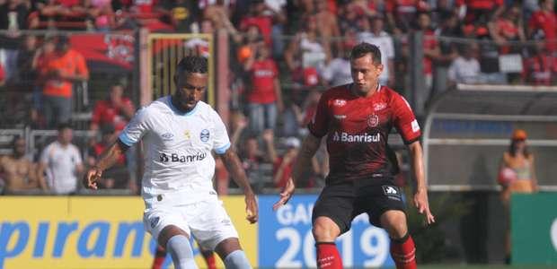 Na ausência de Renato, Grêmio empata com o Brasil de Pelotas