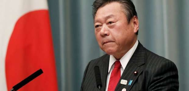 Ministro japonês se retrata publicamente após se atrasar ...