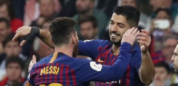 Suárez decide e leva Barcelona à final da Copa do Rei