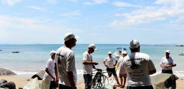 Operação contra lixo marinho acha golfinho morto em ...