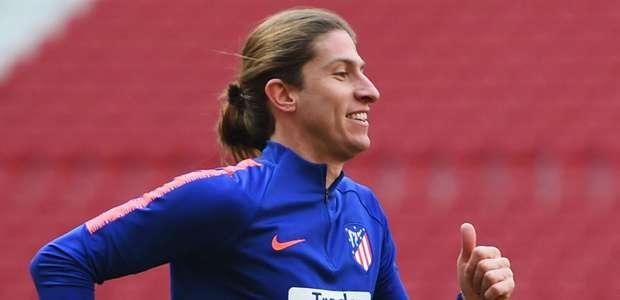 Cortado da Seleção, Filipe Luís treina em alta ...