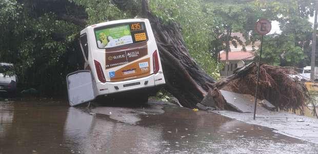 Programa de governo de Crivella não citava chuvas