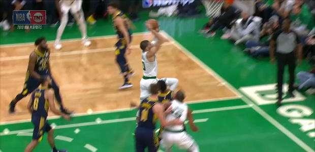 Enterrada sensacional de Tatum na vitória do Celtics