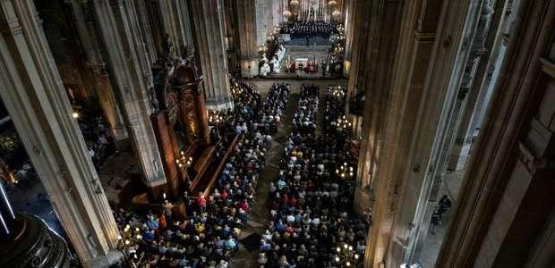 Em Paris, católicos rezam por 'renovação' na Páscoa, ...