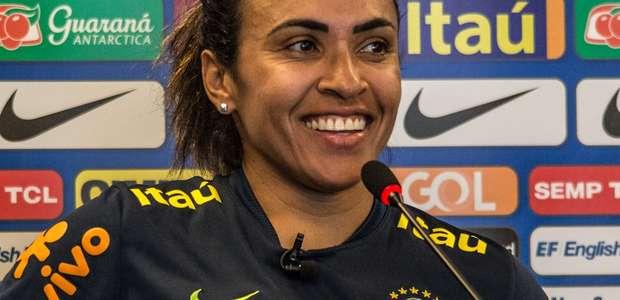 Copa feminina tenta diminuir abismo com sua versão masculina