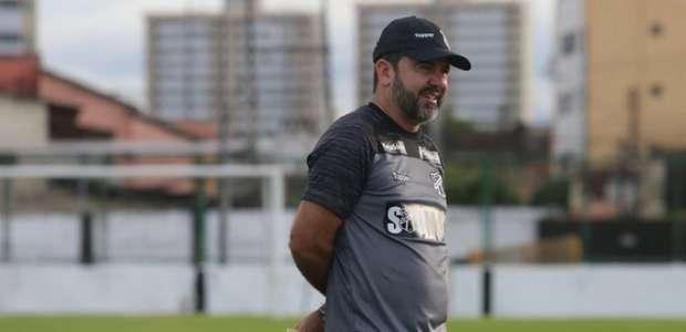 Enderson Moreira vai manter a base diante do Avaí