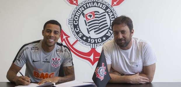 Corinthians oficializa a renovação do contrato de Gustagol