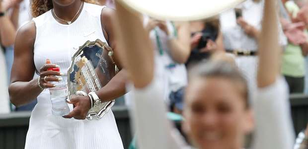 Halep atropela, adia recorde de Serena e conquista Wimbledon