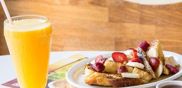 Café da manhã típico americano é oferecido na ...
