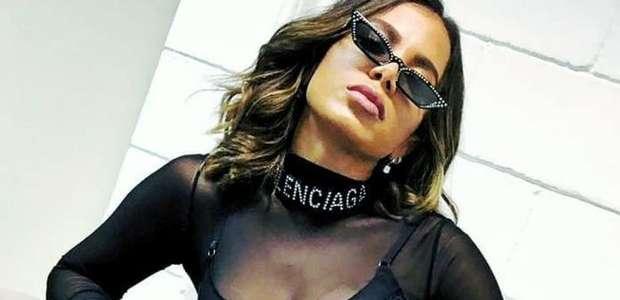 """""""500 celulites de cada lado"""", diz Anitta de foto de lingerie"""