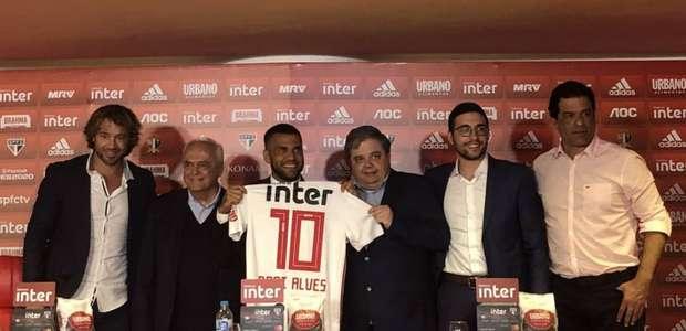 """Daniel Alves no São Paulo: """"Contratou um torcedor"""""""