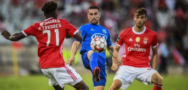 Benfica vence fora de casa e se mantém na ponta do Português