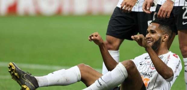 Everaldo dedica primeiro gol pelo Corinthians ao seu pai ...
