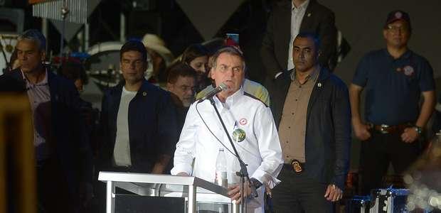Bolsonaro assina decreto sobre protocolo de bem-estar animal