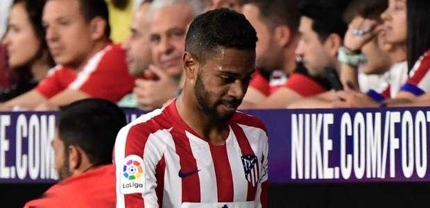 Renan Lodi é expulso em estreia pelo Atlético de Madrid