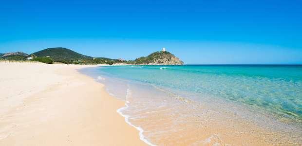 Casal é detido por roubar areia de praia da Itália