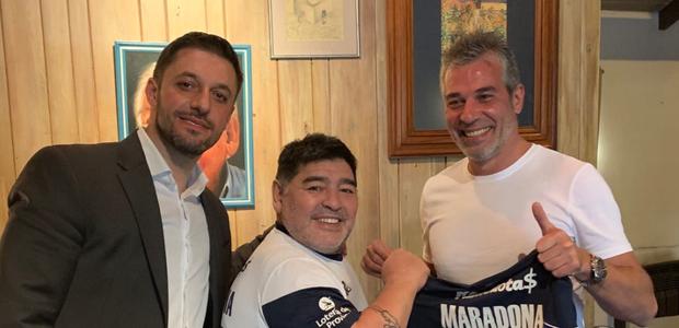 Maradona é oficializado como treinador em time argentino