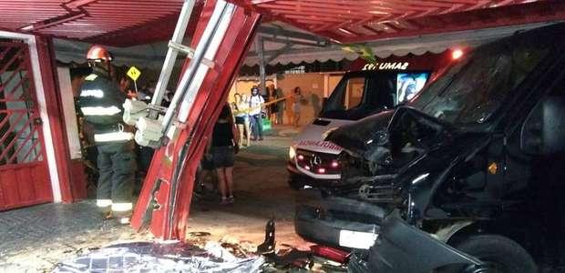 Motorista embriagado invade lanchonete e mata jovem