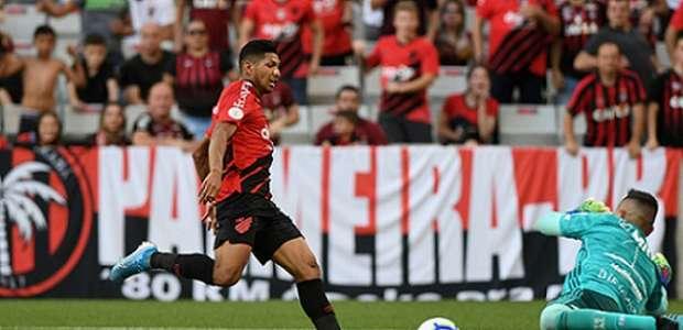 Furacão acumula desfalques em derrota para o Flamengo