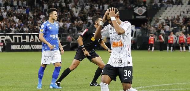 Com VAR e gol polêmico, Corinthians leva virada do Cruzeiro