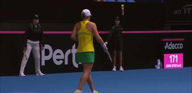 TÊNIS: Fed Cup: Ashleigh Barty atropela Caroline Garcia ...