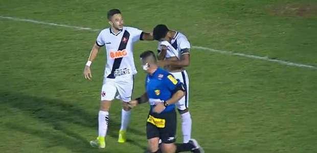 Após ser chamado de 'macaco', jogador do Vasco faz gol e ...