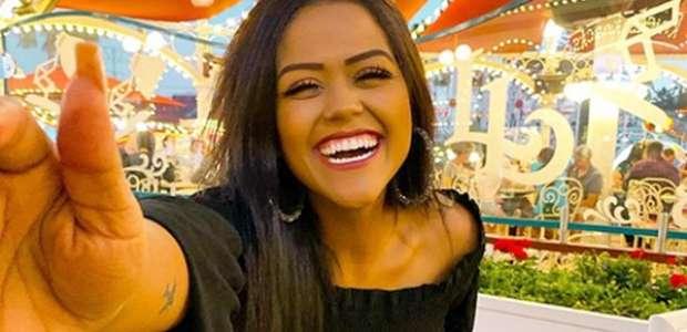 Camila Loures é premiada melhor youtuber da America Latina