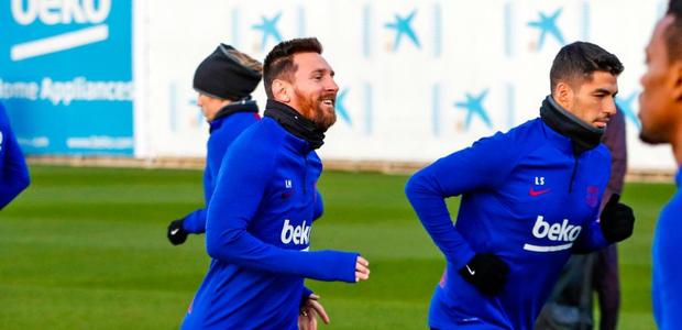 Barcelona tenta manter liderança contra o Espanyol