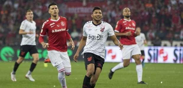 Palmeiras tem trunfo para comprar Rony, alvo do Corinthians