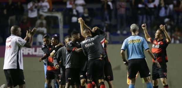 São Paulo falha, perde do Oeste e dá adeus ao bi da Copinha