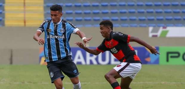 Grêmio bate o Oeste e garante GreNal na decisão da Copinha